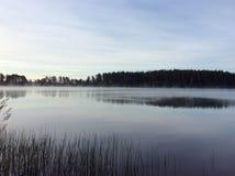 Ομίχλη πρωινού στη λίμνη Στοκ εικόνα με δικαίωμα ελεύθερης χρήσης