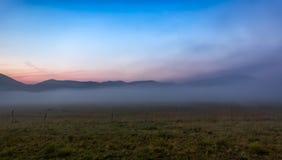 Ομίχλη πρωινού στο πιάνο Grande, Castelluccio, Ουμβρία, Ιταλία στοκ εικόνα με δικαίωμα ελεύθερης χρήσης