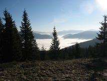 Ομίχλη στα βουνά στοκ φωτογραφία