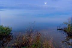 Ομίχλη στη λίμνη Στοκ φωτογραφίες με δικαίωμα ελεύθερης χρήσης