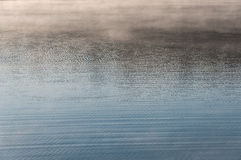 Ομίχλη σύστασης κυματισμών νερού Στοκ Φωτογραφίες