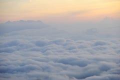 Ομίχλη το πρωί σε Huay Nam Dang, Ταϊλάνδη Στοκ φωτογραφίες με δικαίωμα ελεύθερης χρήσης