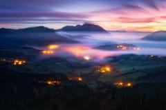 Ομίχλη Aramaio στην κοιλάδα τη νύχτα Στοκ Εικόνα