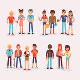 Ομαδοποιημένοι έφηβοι ομάδας νεολαίας teens διάνυσμα και χαρακτήρες φίλων του νέου σπουδαστή απεικόνισης κοριτσιών ή αγοριών μαζί ελεύθερη απεικόνιση δικαιώματος