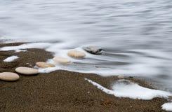 Ομαλές πέτρες παραλιών σε μια σειρά Στοκ Εικόνες