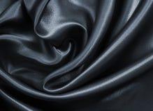 Ομαλό κομψό σκοτεινό γκρίζο μετάξι ή σατέν ως υπόβαθρο Στοκ Εικόνες