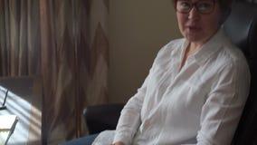 Ομιλούν fingering γυναικών μια μάνδρα απόθεμα βίντεο