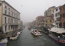 Ομιχλώδες πρωί στα κανάλια, Βενετία, Ιταλία Στοκ Φωτογραφία