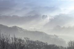 Ομιχλώδης κοιλάδα στη νότια Ουαλία, UK στοκ φωτογραφία