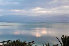 Ομιχλώδες πρωί στη νεκρή θάλασσα στοκ εικόνες με δικαίωμα ελεύθερης χρήσης