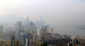 Ομιχλώδης άποψη τοπίων του Χονγκ Κονγκ στο γύρο του Sir Cecil's, Hill Braemar, Χονγκ Κονγκ στοκ εικόνες