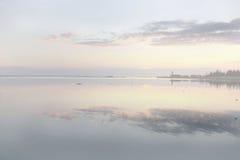 Ομιχλώδης λιμνοθάλασσα στην ανατολή Στοκ φωτογραφίες με δικαίωμα ελεύθερης χρήσης