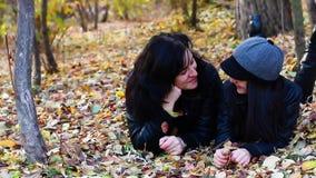 Ομιλία κορών μητέρων και εφήβων απόθεμα βίντεο