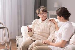 Ομιλία με τον ασθενή Στοκ φωτογραφία με δικαίωμα ελεύθερης χρήσης