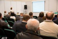 Ομιλία στη αίθουσα συνδιαλέξεων Στοκ Φωτογραφία