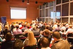 Ομιλητής στην επιχειρησιακές διάσκεψη και την παρουσίαση Στοκ εικόνες με δικαίωμα ελεύθερης χρήσης