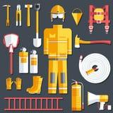 Ομοιόμορφα και πρώτα όργανα εξοπλισμού βοήθειας σύνολο πυροσβεστών και Στην επίπεδη έννοια υποβάθρου ύφους επίσης corel σύρετε το ελεύθερη απεικόνιση δικαιώματος