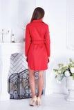 Ομορφιάς προκλητικό γυναικών ιματισμού κόκκινο φόρεμα μόδας καταλόγων μοντέρνο Στοκ εικόνα με δικαίωμα ελεύθερης χρήσης