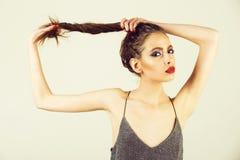 ομορφιά και μόδα, makeup και καλλυντικά, νεολαία και σεξουαλικότητα, κομμωτής στοκ φωτογραφίες