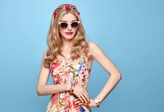 Ομορφιά μόδας Αισθησιακό ξανθό πρότυπο Θερινή εξάρτηση Στοκ εικόνες με δικαίωμα ελεύθερης χρήσης