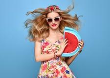Ομορφιά μόδας Αισθησιακό ξανθό πρότυπο Θερινή εξάρτηση Στοκ φωτογραφίες με δικαίωμα ελεύθερης χρήσης