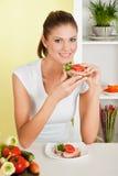 ομορφιά που τρώει τις νε&omicro στοκ φωτογραφία με δικαίωμα ελεύθερης χρήσης