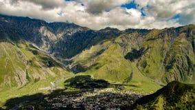 Ομορφιά του υποβάθρου έννοιας φύσης Επικολλήστε Kazbek στοκ φωτογραφία με δικαίωμα ελεύθερης χρήσης