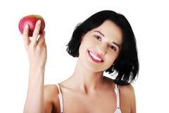 Ομορφιά χαμόγελου που κρατά το κόκκινο μήλο Στοκ Εικόνες