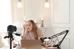 Ομορφιά blogger Στοκ εικόνα με δικαίωμα ελεύθερης χρήσης
