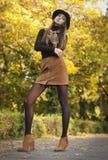 Ομορφιά Brunette στα ενδύματα φθινοπώρου Στοκ Εικόνες