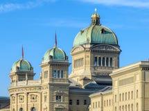Ομοσπονδιακό παλάτι του κτηρίου της Ελβετίας στην πόλη της Βέρνης Στοκ φωτογραφία με δικαίωμα ελεύθερης χρήσης