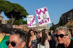 Ομοφυλοφιλική υπερηφάνεια στη Ρώμη, Ιταλία Πλήθος των διαμαρτυρομένων στο τετράγωνο στοκ εικόνες