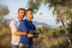 Ομοφυλοφιλικό ζεύγος στη φύση Στοκ Εικόνες