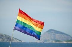 Ομοφυλοφιλική σημαία Ρίο Βραζιλία ουράνιων τόξων υπερηφάνειας Στοκ Φωτογραφίες