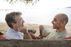 Ομοφυλοφιλικό ζεύγος στις διακοπές στοκ εικόνες