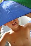 ομπρέλα αγοριών στοκ φωτογραφία