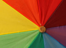 ομπρέλα ουράνιων τόξων 2 χρωμ Στοκ φωτογραφία με δικαίωμα ελεύθερης χρήσης