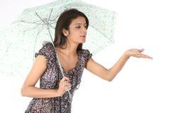ομπρέλα παιχνιδιού κοριτ&si Στοκ εικόνες με δικαίωμα ελεύθερης χρήσης