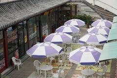 Ομπρέλα παραλιών και restaurnt Στοκ φωτογραφία με δικαίωμα ελεύθερης χρήσης