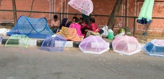 Ομπρέλες και θόλοι κουνουπιών για την πώληση στοκ φωτογραφία με δικαίωμα ελεύθερης χρήσης