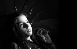 Ομπρέλα εκμετάλλευσης κοριτσιών Στοκ Φωτογραφίες
