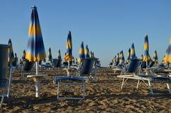 Ομπρέλες θαλάσσης στο bibione παραλιών Στοκ Φωτογραφίες