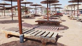 Ομπρέλες παραλιών στη Ερυθρά Θάλασσα φιλμ μικρού μήκους