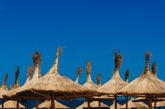 Ομπρέλες παραλιών Thatched Στοκ Φωτογραφίες