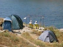 ομπρέλες σκηνών στρατόπεδων παραλιών Στοκ Εικόνες