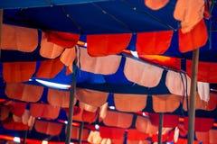 ομπρέλες του Μαυροβουνίου lucice παραλιών Στοκ φωτογραφία με δικαίωμα ελεύθερης χρήσης