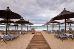 Ομπρέλες Thatch στην παραλία στην Ελλάδα Στοκ εικόνα με δικαίωμα ελεύθερης χρήσης