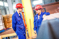 Ομσκ, Ρωσία - 28 Απριλίου 2011: Παραγωγή εργοστασίων τούβλου στοκ εικόνες με δικαίωμα ελεύθερης χρήσης