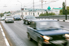 Ομσκ, Ρωσία - 19 Αυγούστου 2013: κυκλοφορία στο δρόμο Στοκ Εικόνες
