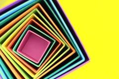 Ομόκεντρα χρωματισμένα τετράγωνα αφηρημένη ανασκόπηση ζωηρόχρωμη κενό διάστημα αντιγράφων Στοκ εικόνες με δικαίωμα ελεύθερης χρήσης